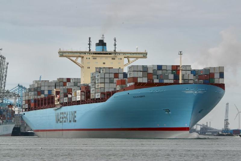 Tianjin docks its biggest ever boxship, the 15,500-TEU Eugen Maersk