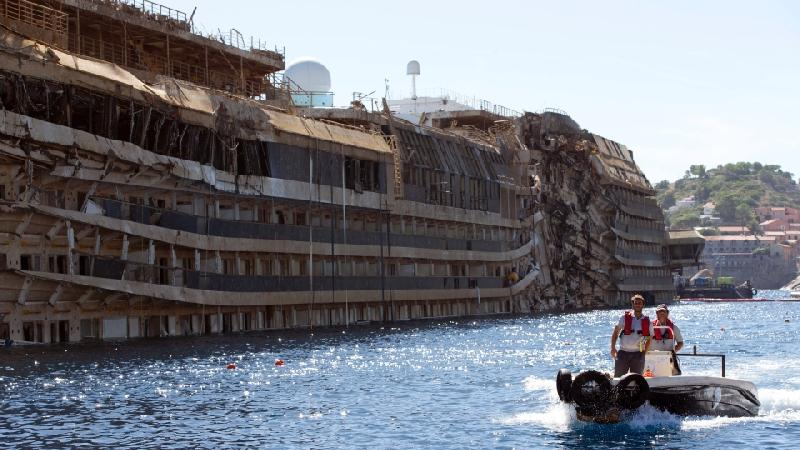 Costa Concordia to be towed in June 2014