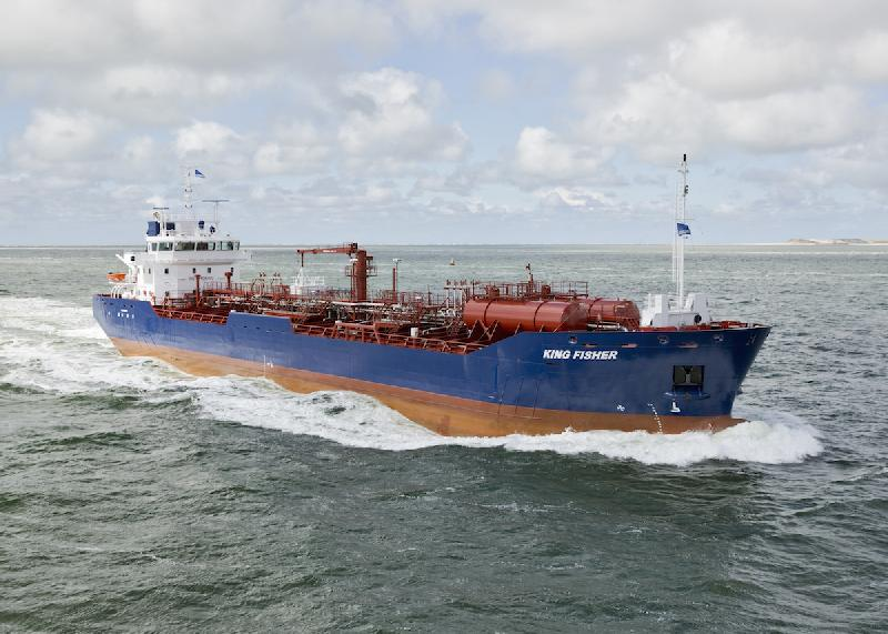 Twin oil tankers delivered by Damen Shipyards Bergum