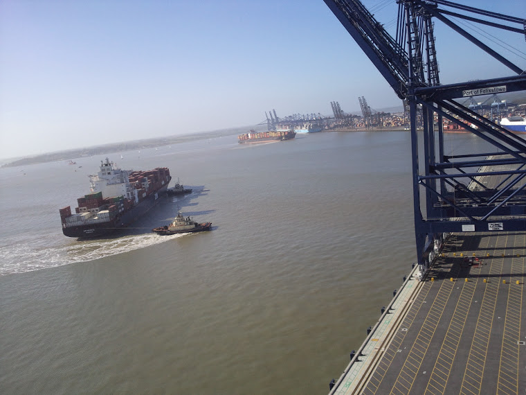 Maersk Laberinto allided with Maersk Missouri, three cranes damaged in Bremerhaven