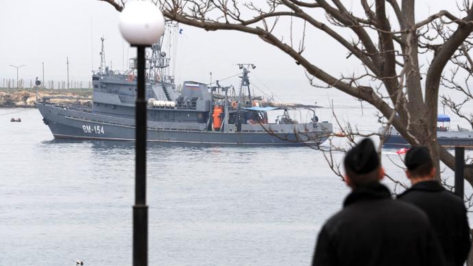 Russian troops seize key port in Crimea