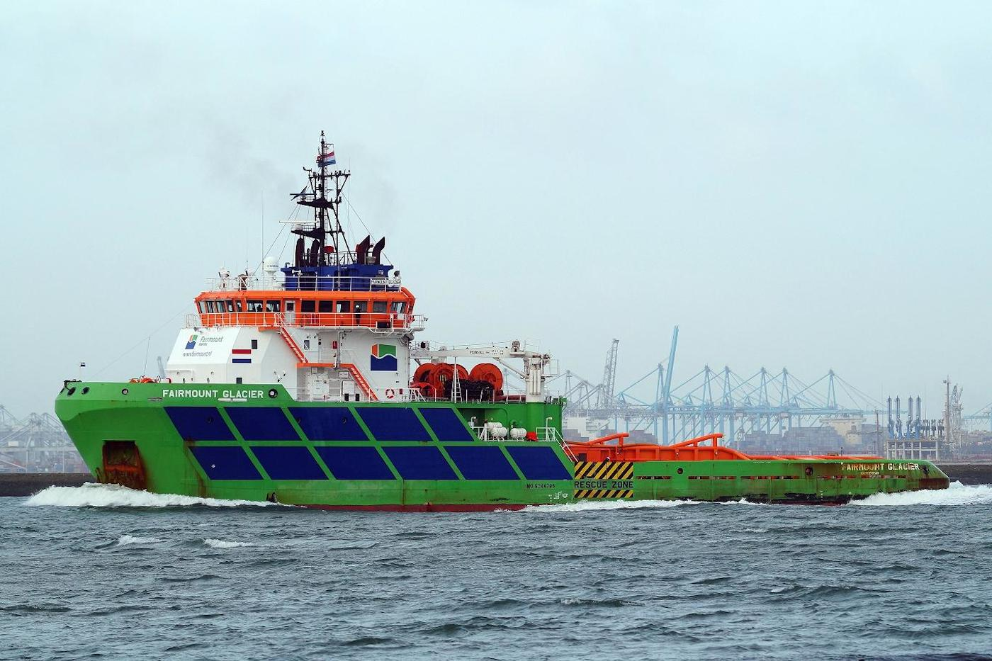 Fairmount Marine towed pipelay-vessel Castoro Sei to Rotterdam