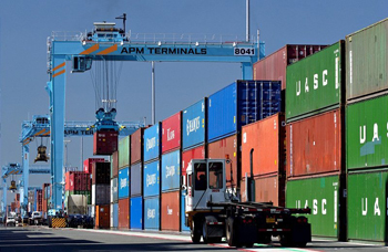 Container prices rise for first time in two years, vessels remain flat