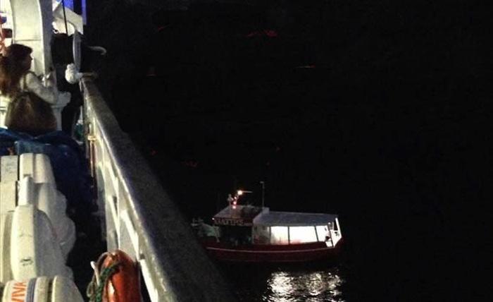 Ferry grounded near Santorini,passengers safe