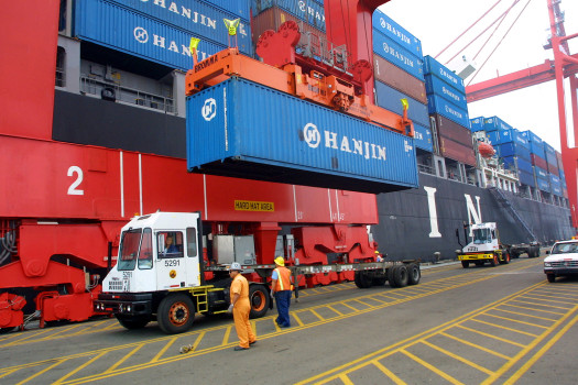 Transpacific carriers chase peak season surcharge of US$400/FEU
