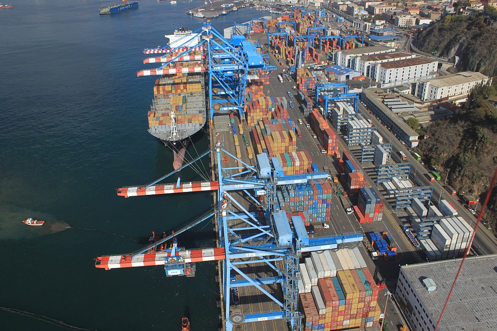 Chile box terminal buys 3 Liebherr ship-to-shore container cranes