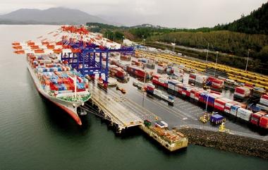 Threat of US dock strike brings Vancouver, Prince Rupert cargo surge