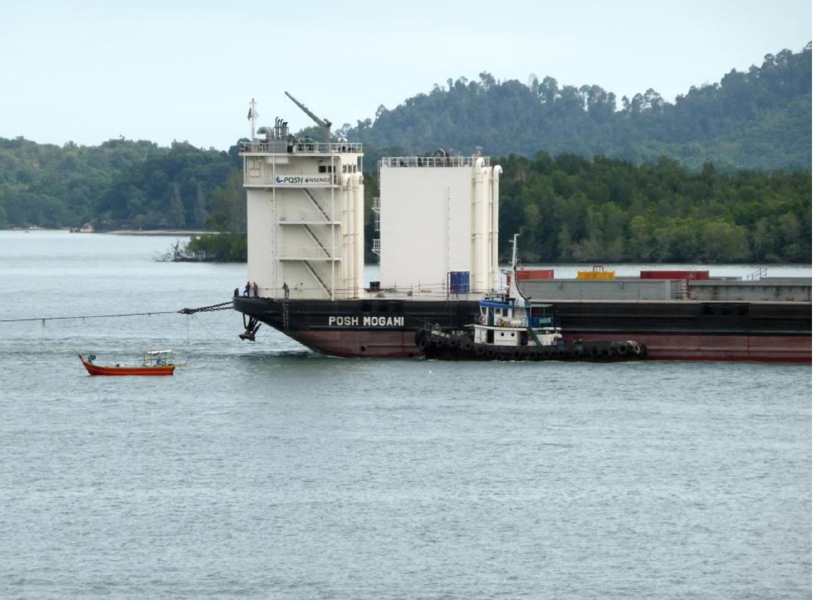 "Project cargo ship ""POSH Mogami"" Sank, 3 Dead"