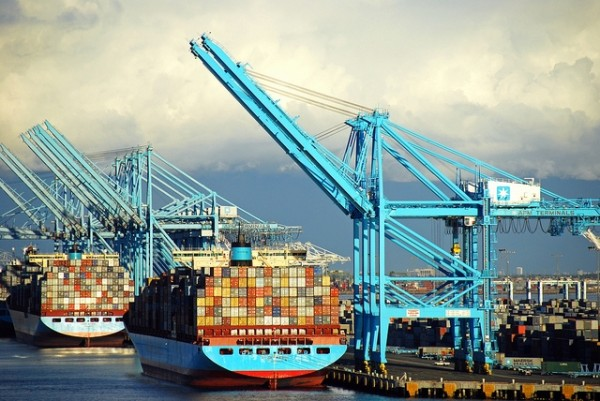 US: Panicky shippers, fearing labour strife, cause west coast congestion