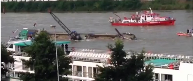 Rhine closed after ship capsizing and collision