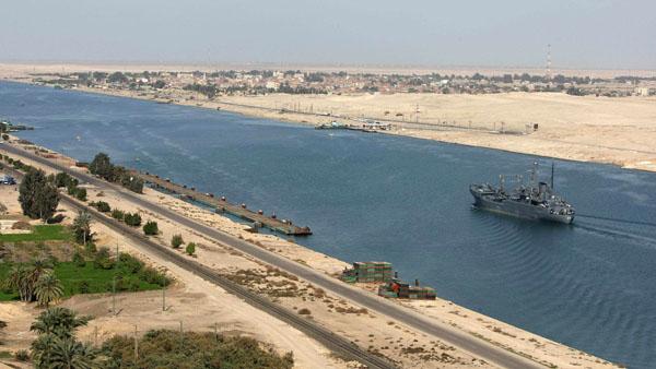 Egypt announces plans for parallel Suez Canal ending one-way convoys