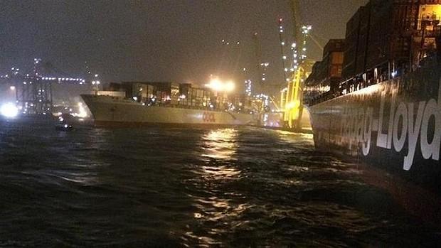 Drifting container vessel cuts moorings of OOCL Hong Kong