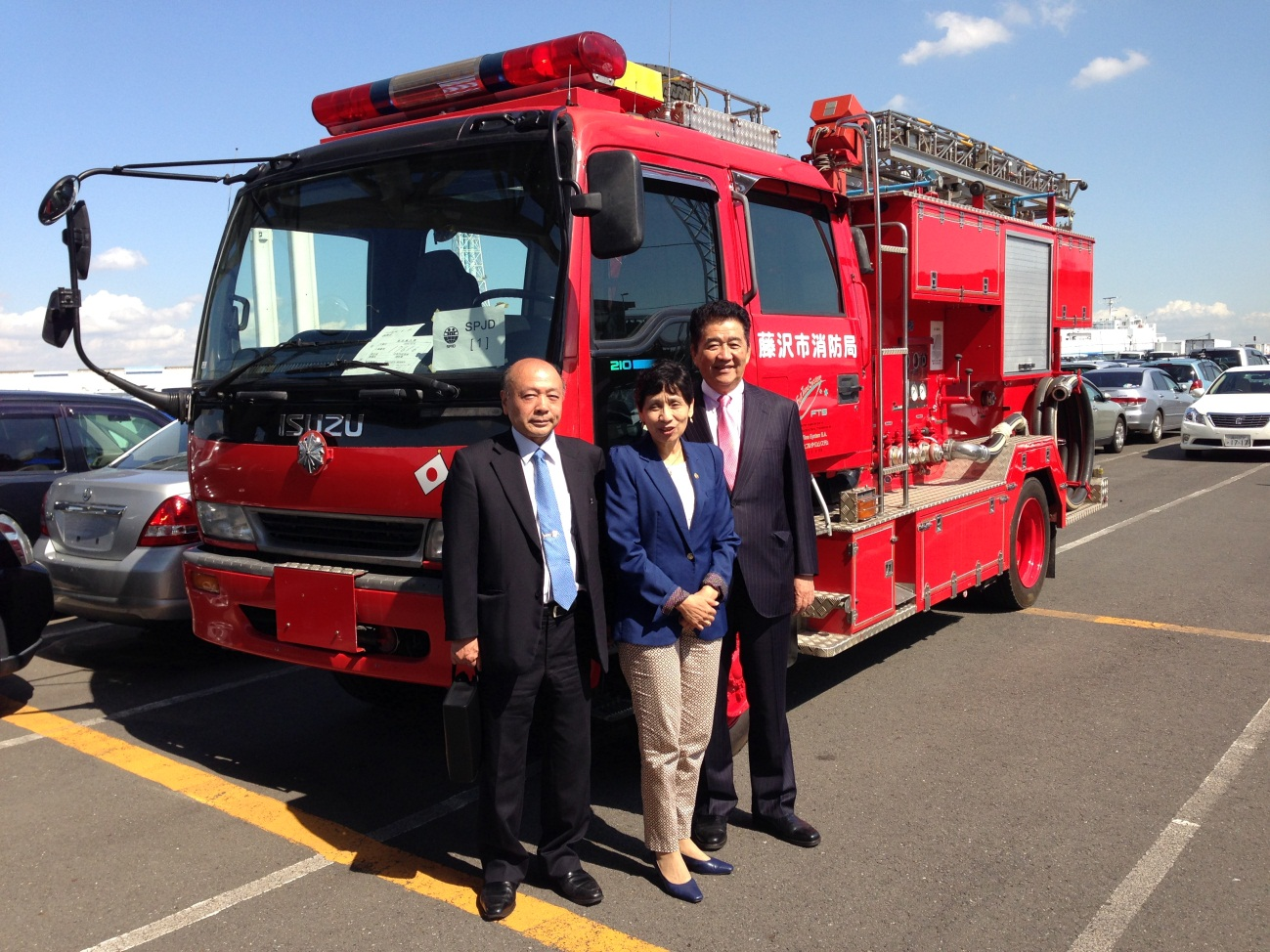 'K' Line transports ambulance and fire engine to El Salvador