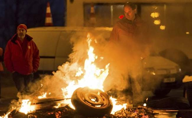 Belgian transport Monday strikes bring Antwerp, Zeebrugge to a halt