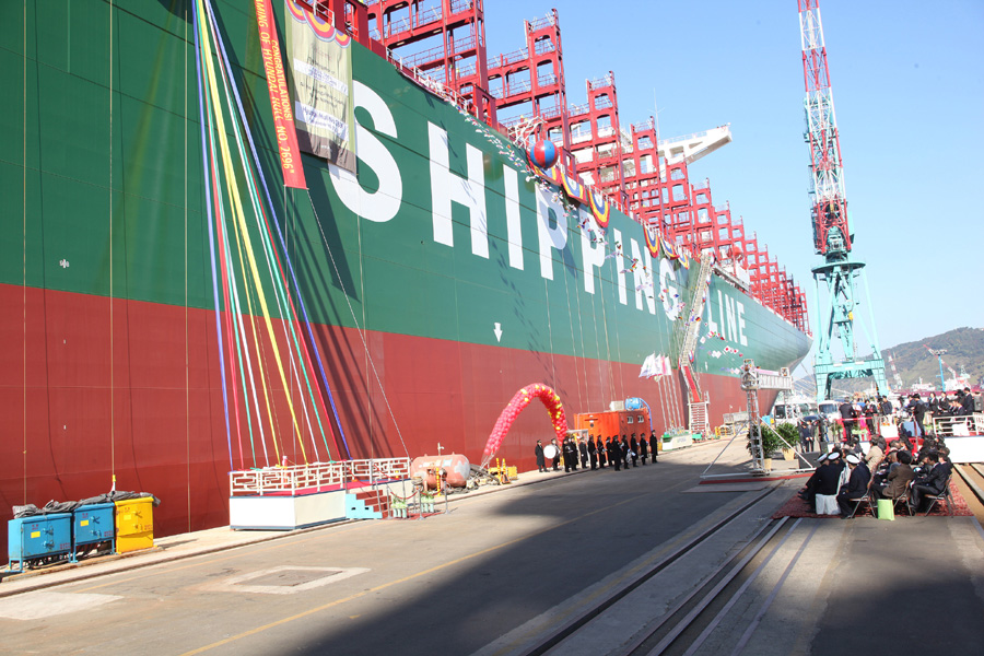 CSCL Globe, World's Largest Container Ship Starts Maiden Voyage