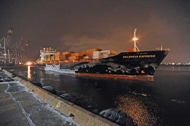 Montreal greets first ocean ship of 2015 with Gold-Headed Cane