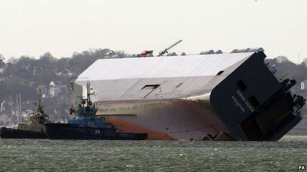 Tug crashes into stricken Hoegh Osaka