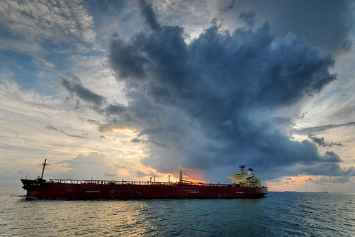 Major oil traders charter tankers to store oil awaiting better prices