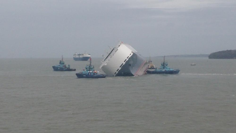 Salvors Prepare for Hoegh Osaka's Hull Inspection