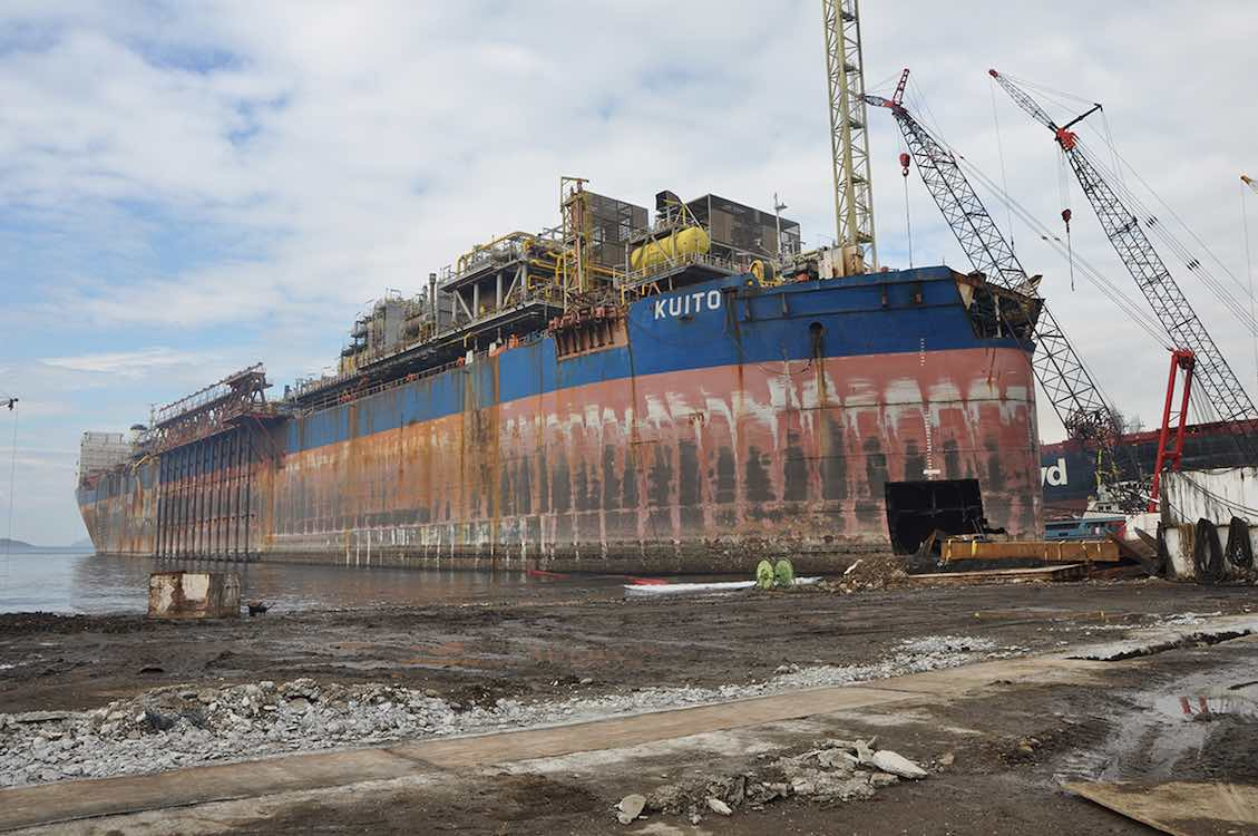 FPSO Kuito being dismantled in Aliağa