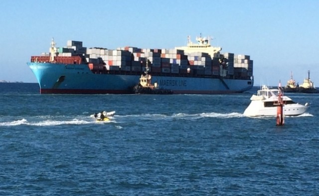 "Boxship ""Maersk Garonne"" freed hours after running aground in Fremantle"