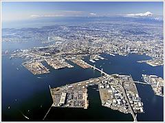 Yokohama port's box throughput falls 1.3pc in December
