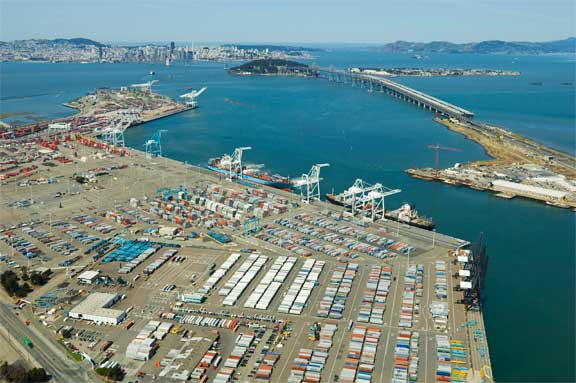 Backed up ships, boxes clear faster at Oakland than LA-Long Beach
