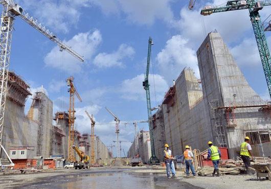 Panama ponders building fourth set of locks to handle 20,000-TEUers