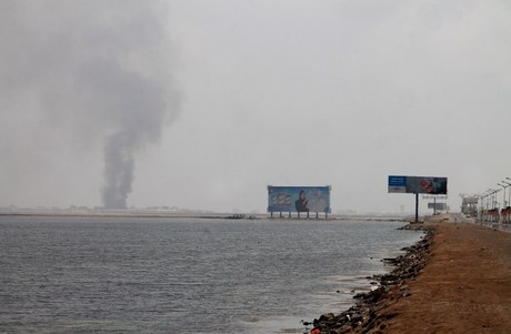 Aden still closed by shelling, other ports open despite looming blockade risk