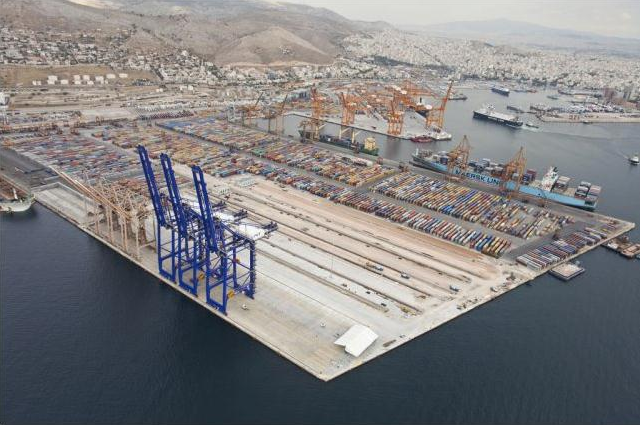 Defence minister: Greece in advanced talks with Cosco on Piraeus port