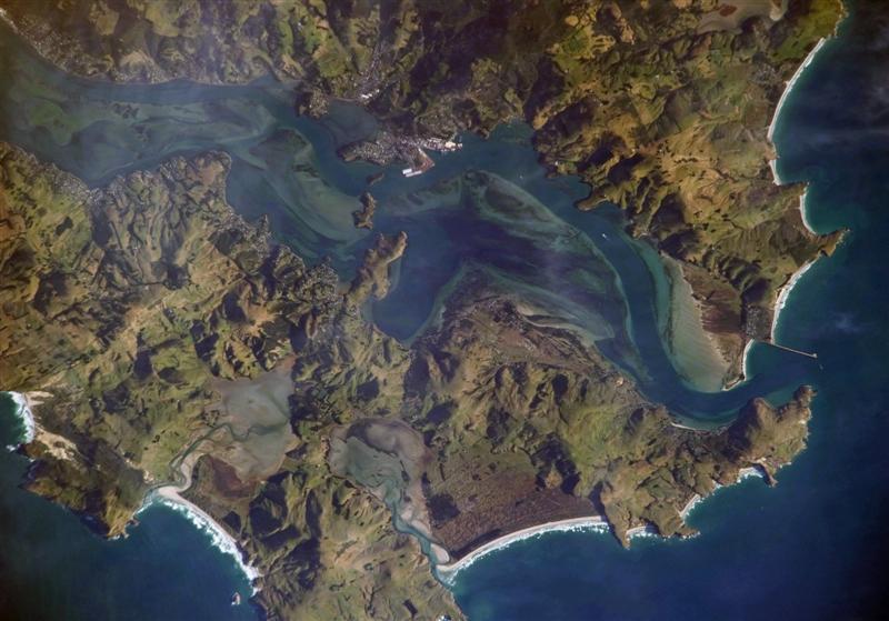 Dunedin's Port Otaga dredges to accommodate 8,000-TEU vessels