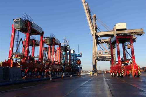 10 RTGs arrive at DP World Southampton to boost box flow