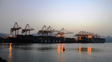 Gulf of Oman's Khorfakkan terminal docks its biggest ship ever