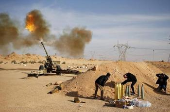 War risk: ISIS takes Libyan town, negotiates for control of oil base