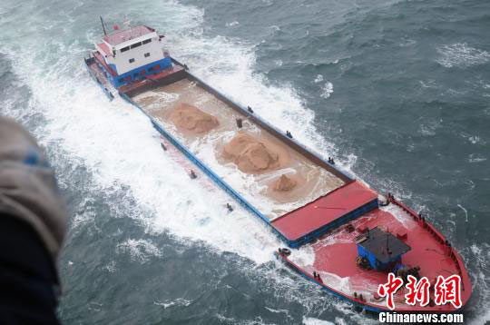 Five Chinese freighters sinking off Dalian, crew rescued
