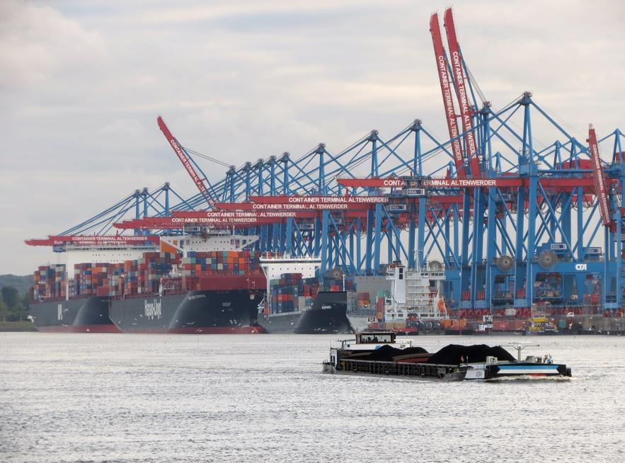 Hamburg hopeful of wiggle room after court makes Elbe dredging harder