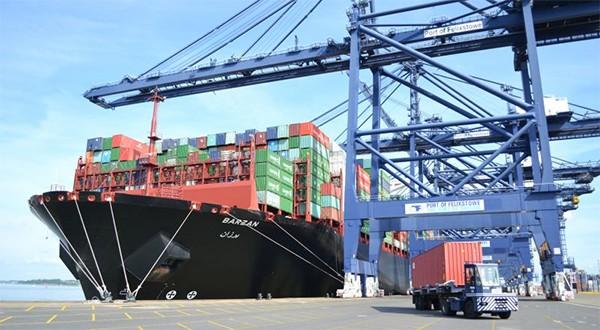 UASC's LNG-powered Barzan docks at Felixstowe - world's biggest?