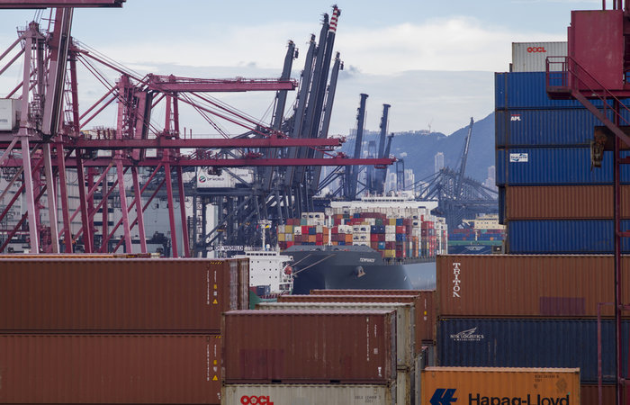 Hong Kong port faces shrinking box volumes for 12th month