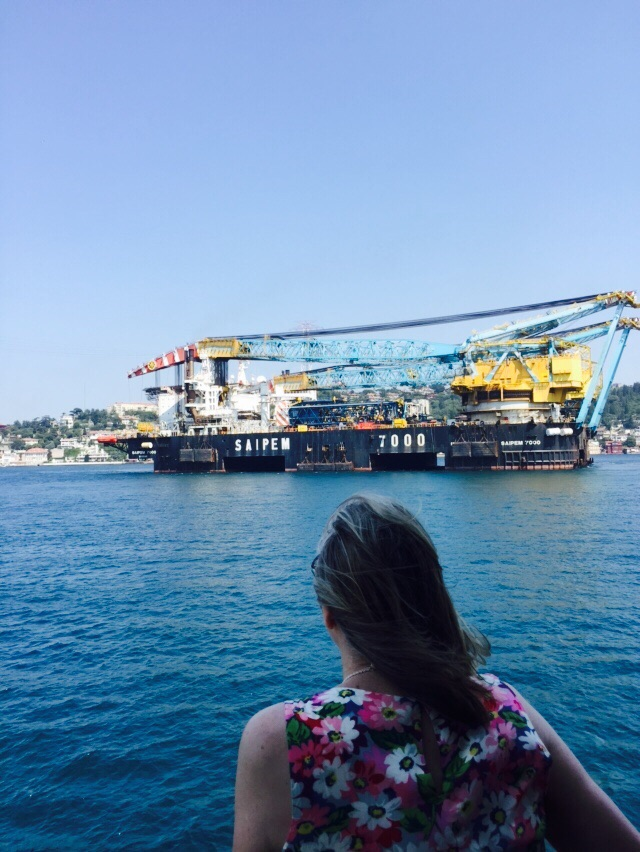 Heading to Aegean; Saipem 7000 passed through the Strait of Istanbul safely