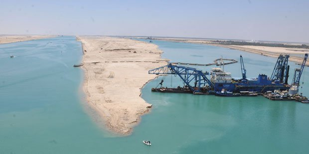 Expanded Suez Canal transits first 3 ships as dredging almost done