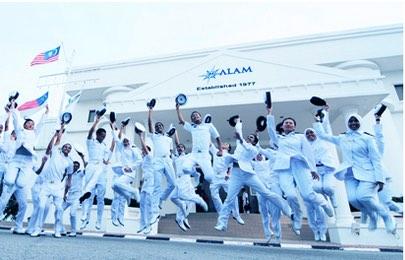 Over 100 new seafarers graduate from Malaysian Maritime Academy