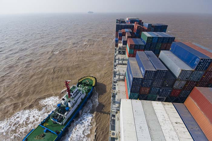 China asks port operators to reduce fees