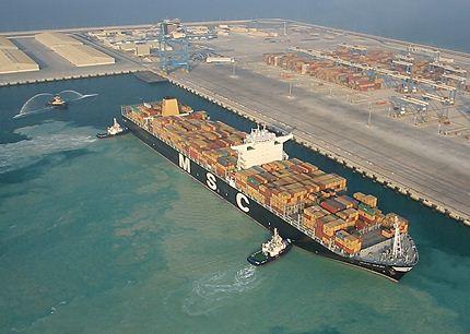 Khalifa port achieves productivity record of 206 berths moves per hour
