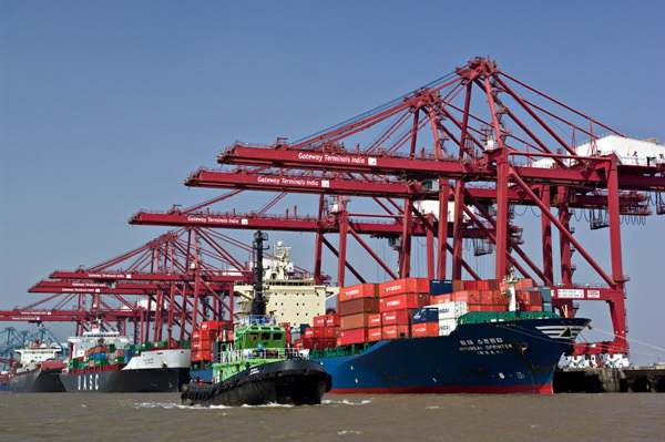 Mumbai RTG drivers end strike, but OOCL, CMA CGM pile on surcharges