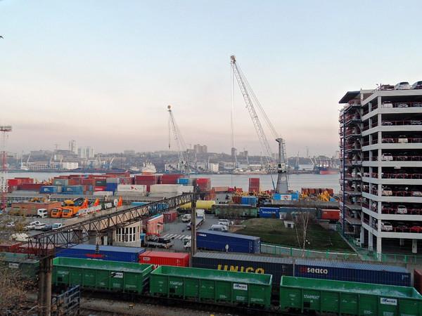 Vladivostok first half box volume plummets 28pc to 174,600 TEU