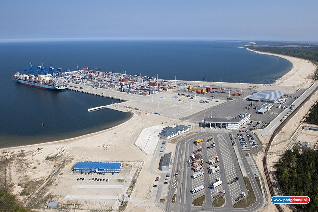Gdansk container terminal first half volume falls 18.6pc to 496,486 TEU