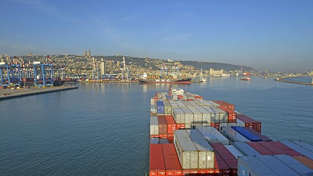 Haifa is first port in Israel to handle 13,000 TEU box ship