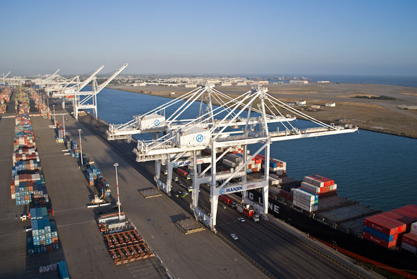 Port of Oakland raises its crane heights to attract bigger ships