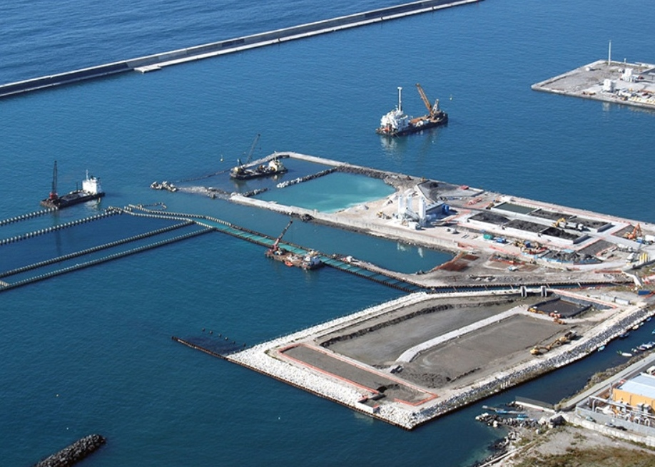 Building a million TEU box shop proves to be a challenge in Naples