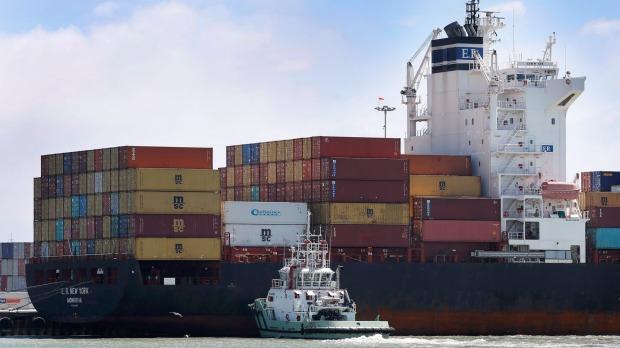 Tug workers go on strike at Australia's 5 biggest east coast ports
